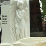 Памятник Людмиле Гурченко в Москве на Новодевичьем кладбище